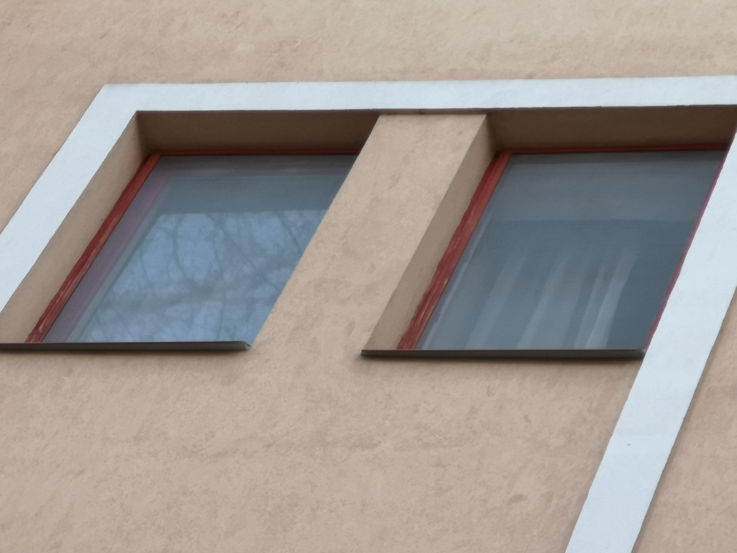 Szoba ablakok fém szúnyoghálóval